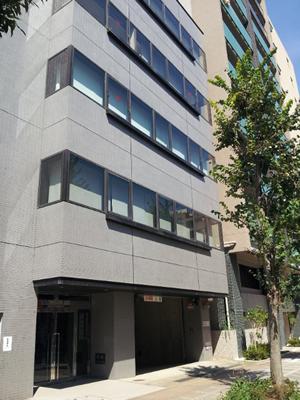 会社ビルの写真